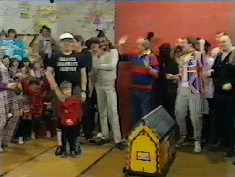 Frank Carson fronts the final ever Tiswas